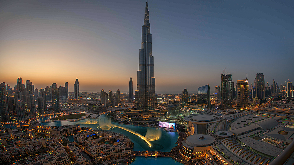 Burj-Khalifa-fisheye-transition-zoomback-5