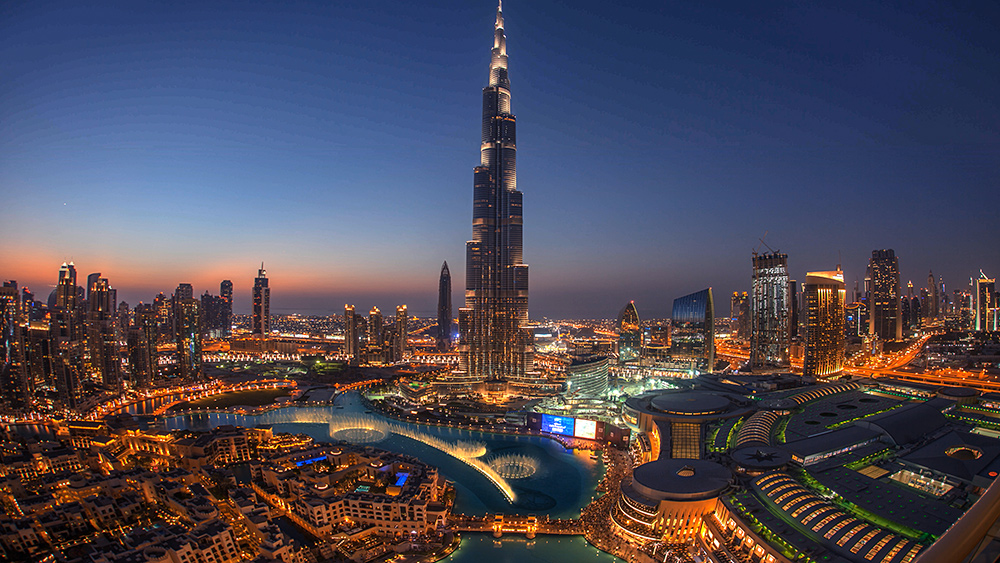 Burj-Khalifa-fisheye-transition-zoomback-6